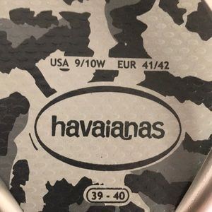 Havaianas Shoes - HAVAIANAS black/gray cheetah print flip flops
